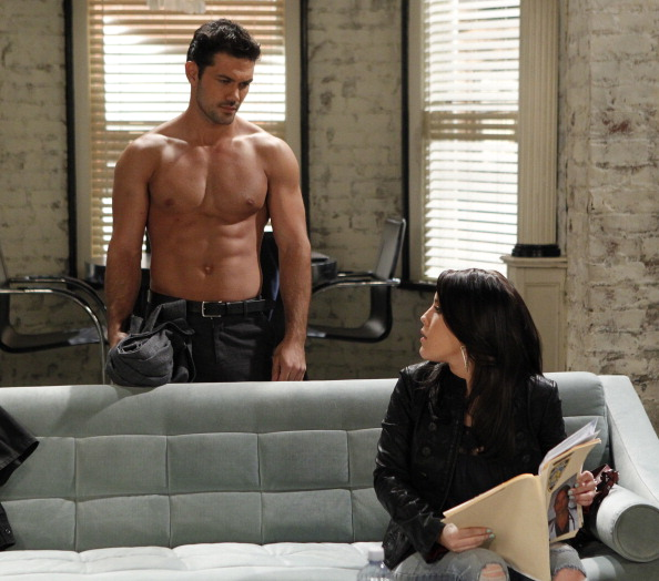 Someone call a doctor, because this General Hospital hottie has us feeling a little feverish.