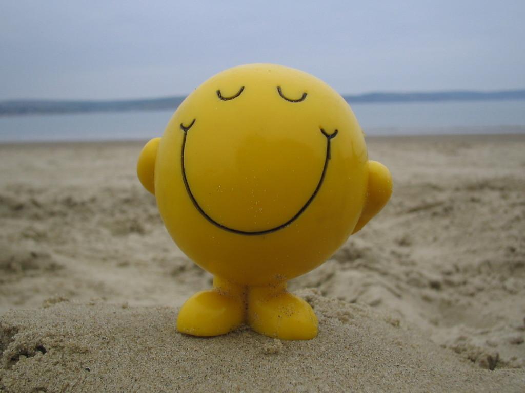 smiley-face-on-beach