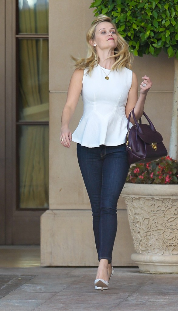 Reese Witherspoon has lunch at the Montage Hotel