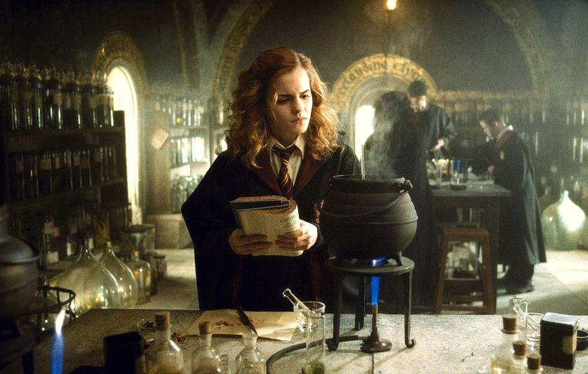 Emma Watson as Hermione Granger bewing a potion in Harry potter and the Half-Blood Prince
