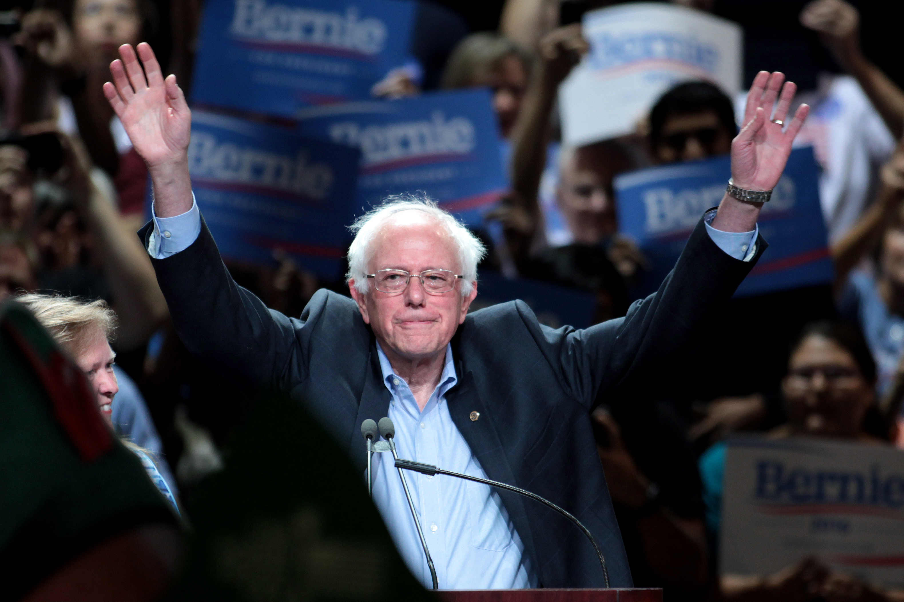Image of presdential candidate Bernie Sanders at one of his rallies